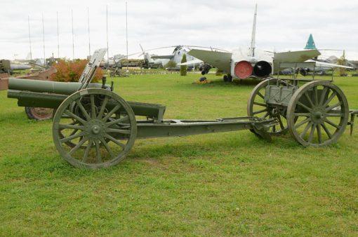 Soviet 122-mm howitzer model 1910 /1930